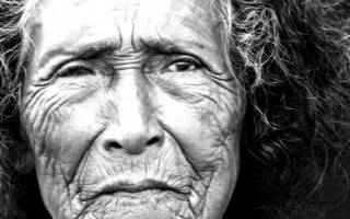 Покойная бабушка во сне дала полотенце. Умершая бабушка приснилась живой