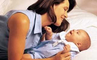 Сонник ребенок кушает. Качать малыша на руках