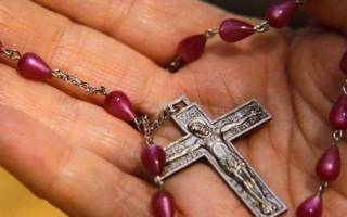 Как носить крестик на цепочке. Зачем носить нательный крестик